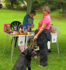 Young Ben helps Tess and Monty at the Muddy Tombola